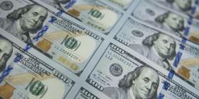 إغراق العملة وزيادة الدولار وتأثيرهم الاقتصادي